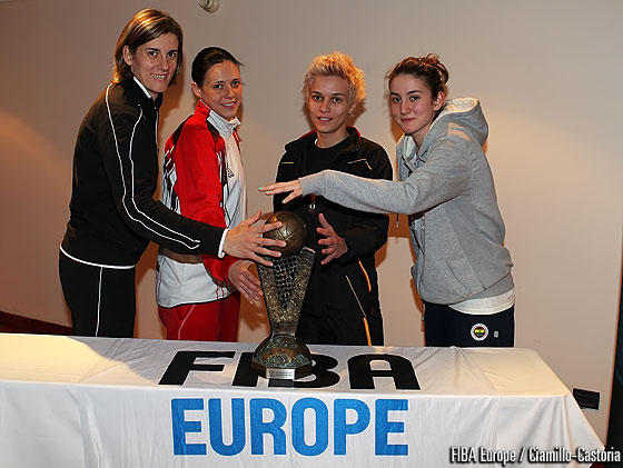 Raffaela Masciadri, Clara Bermejo Moreno, Olcay Cakir and Isil Alben with the EuroLeague Women trophy